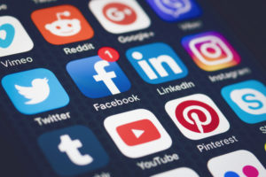 How to Choose Between Organic and Paid for Your Social Media Strategy